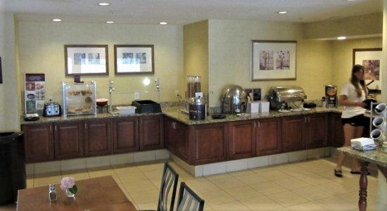 Residence Inn Kalamazoo East: Breakfast Bar