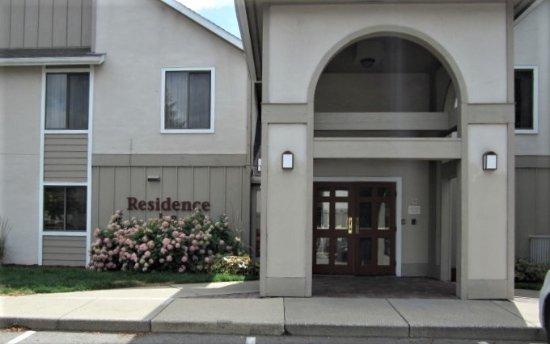 Residence Inn Kalamazoo East: Entrance