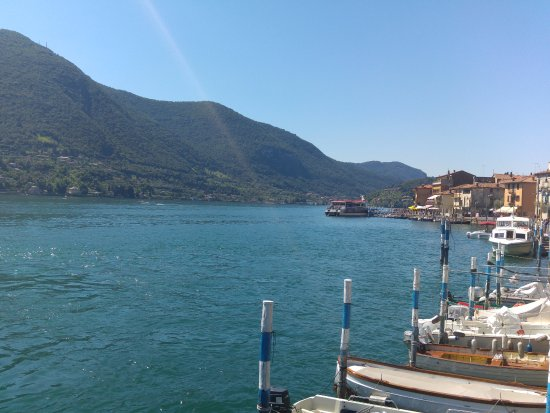 Sulzano, Itália: arrivo a Monte Isola