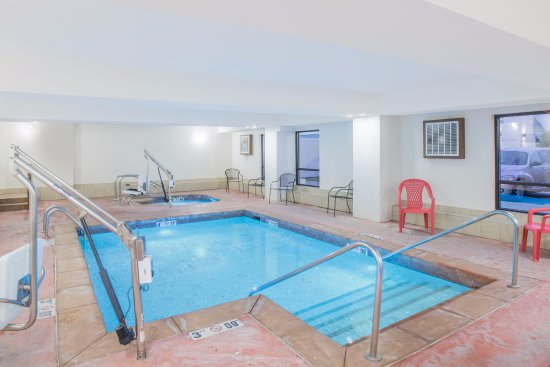 Ramada Tulsa: Indoor Pool and Hot Tub