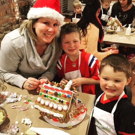 North Andover, MA: Gingerbread Houses!