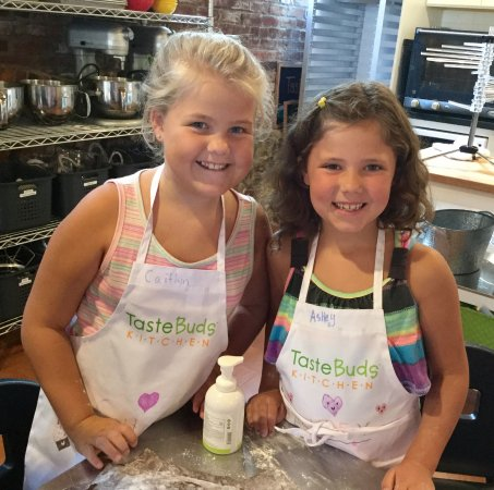 North Andover, MA: Summer Camp fun in the kitchen!
