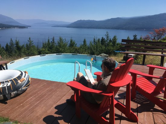 Scotch Creek, Canada: Pool and beach chairs