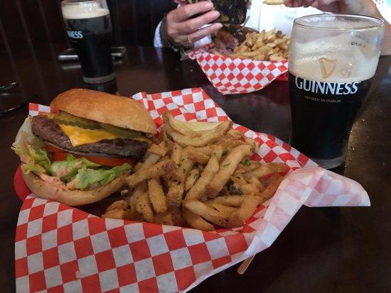 Fitzpatricks Tavern: Burger and Fries