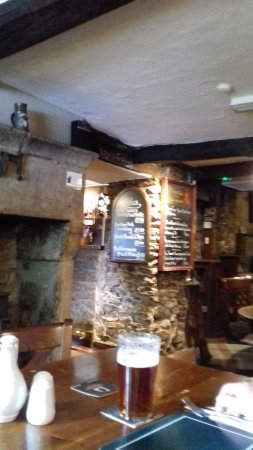 Litton, UK: Johns pint.. looking towards the bar