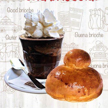 Oderzo, Italia: Per Colazione Granita di Caffè con Panna la Classica Brioscia co Tuppu