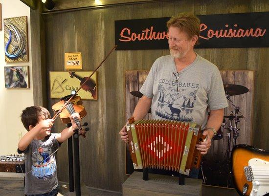 Sulphur, LA: Learn to play Cajun music