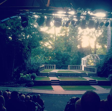 Stamford, UK: The stage prior to Much Ado About Nothing.