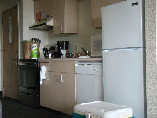 Rockaway Beach, OR: Kitchen enough to prepare a feast!