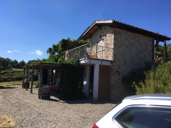 Sassofortino, Italien: Villa on the vineyard