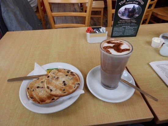 Port Erin, UK: Toasted Tea Cake and Hot Chocolate