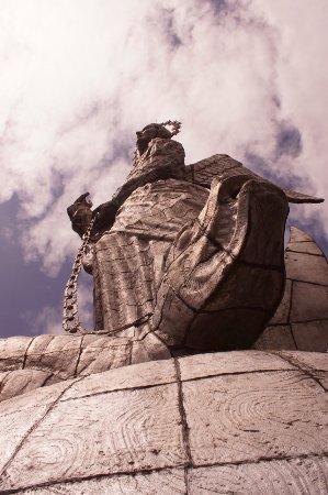 El Panecillo: Statue