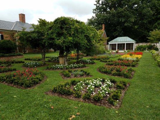 Statue in the garden - Picture of Chatham Manor, Fredericksburg ...