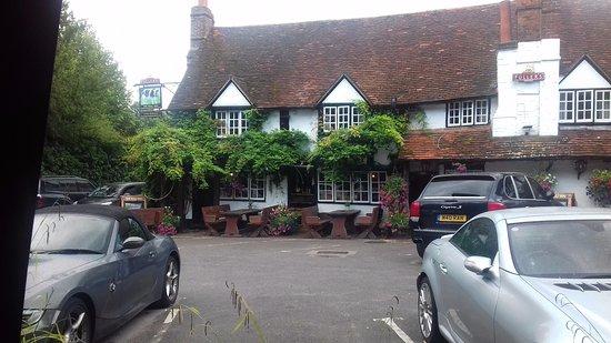 Sonning on Thames, UK: Hotel entrance from Car Park
