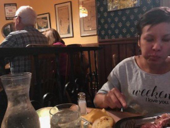 Σαρατόγκα, Ουαϊόμινγκ: watching my wife eat since I never received my food :(
