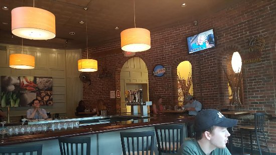 David's Dumpling & Noodle Bar: Bar area
