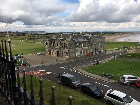 Best Western Scores Hotel: View from our room of the Old Course and the R&A. Can't get much closer!