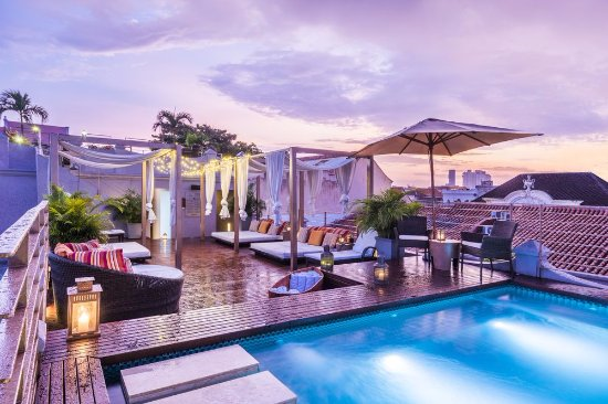 Ananda Hotel Boutique: Jacuzzi con terraza y day beds