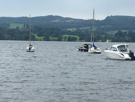Bowness-on-Windermere, UK: View across the lake from Waterhead.