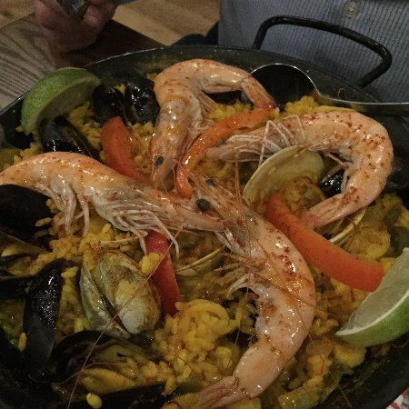 Melrose, MA: Wonderful fresh shrimp paella
