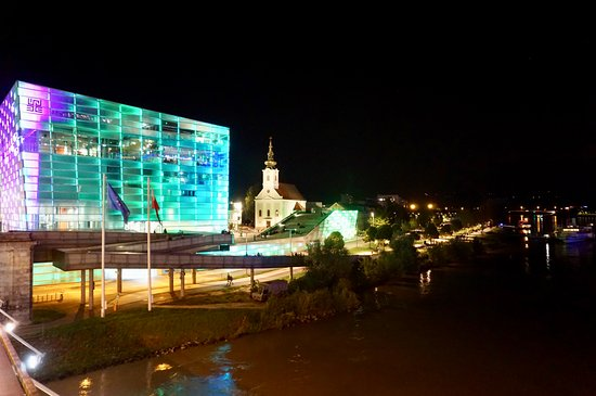 Cubus: Ars Electronica bei Nacht