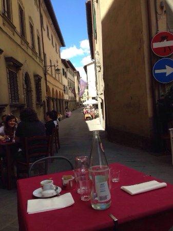 Poppi, Italië: Tortelli di patate con garbo e cortesia!
