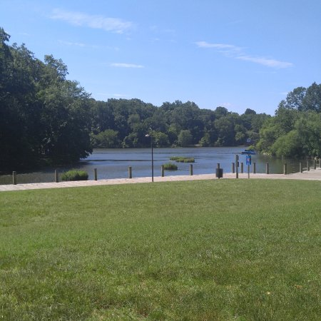 Columbia, MD: Beautiful summer day at Lake Elkhorn.