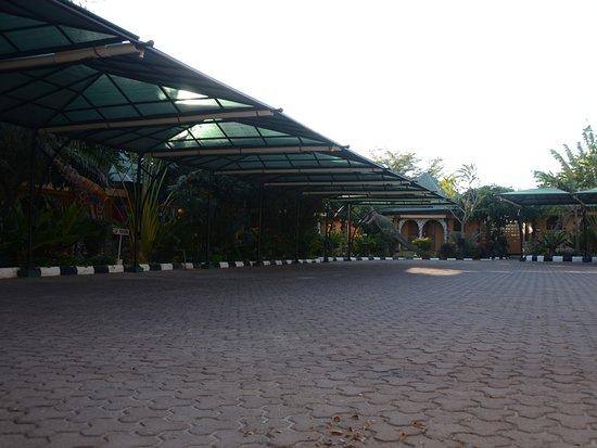 Singida, تنزانيا: Car parking area