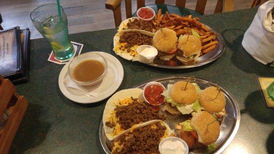 Armstrong, Canadá: Roomie Tuesday