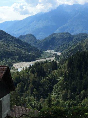 Ovaro, Italy: La vista dal borgo dove si trova il b&b Di Baut