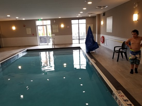 North Bay, Canada: Pool and room