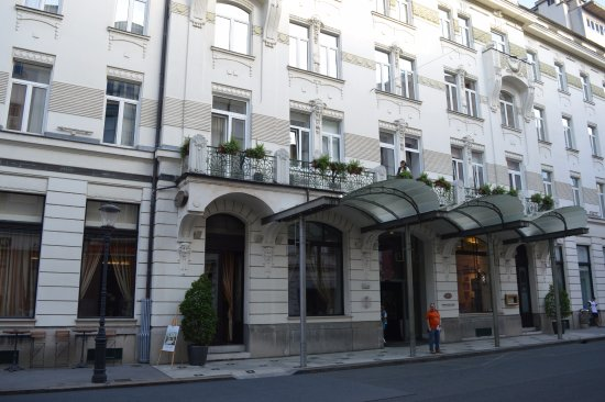 Grand Hotel Union : front of hotel