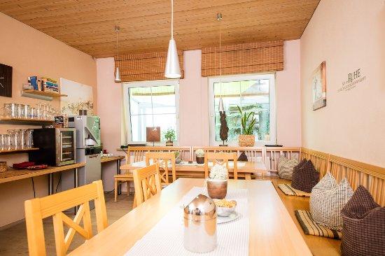 Dingolfing, Alemania: Aufenthaltsraum/ Bar /Getränke, Knabbereien