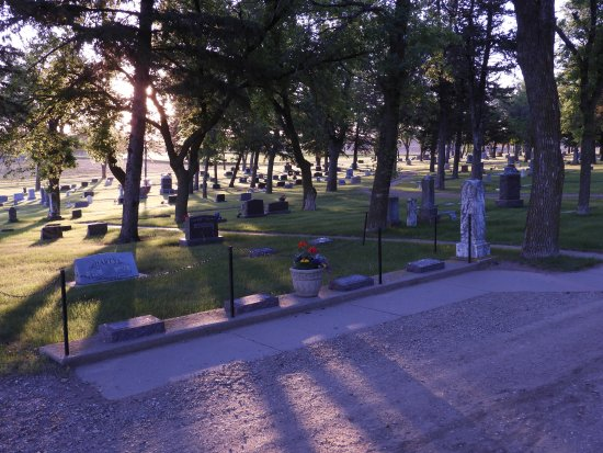 De Smet, SD: Peaceful cemetery at sunset