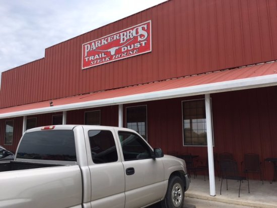 Parker Brother's Trail Dust SteakHouse: Front of the restaurant