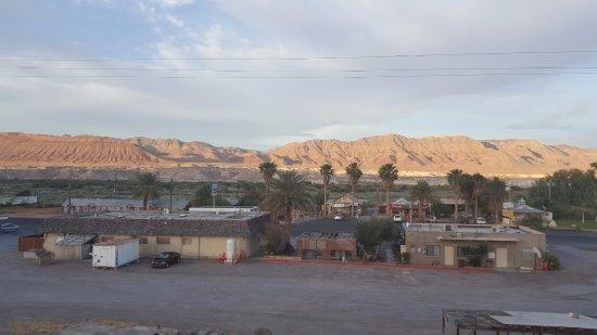 Shoshone, Califórnia: Crowbar, market, poste et station essence vue d'en haut