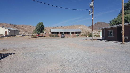 Shoshone, Califórnia: Chambres standard bâtiment du fond (pas de problème de parking)