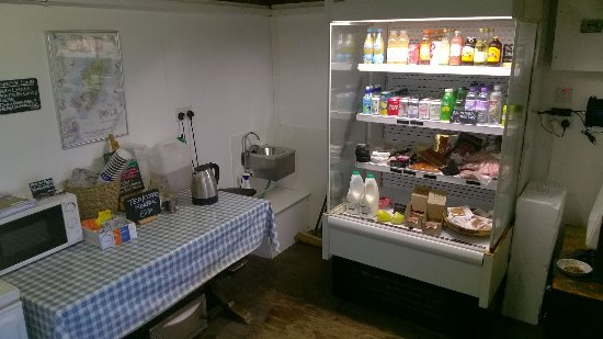 Craignure, UK: Inside the honesty shop at the car park for Moy castle