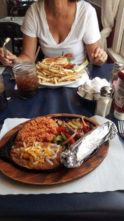 Shoshone, Californien: plat Mexicain et burger