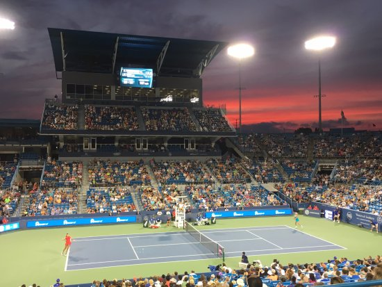 Western Southern Open : Madison Keys serves to Coco Vandeweghe on Center Court