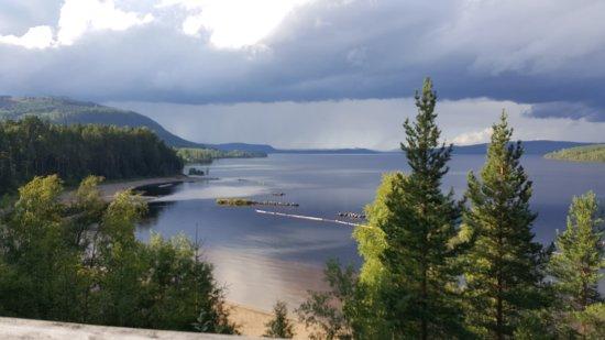 Vallsta, Suecia: Regntunga skyar