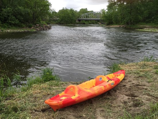 Cannon Falls, MN: Tandem Kayak rental