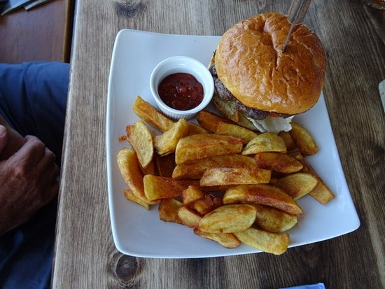 Instow, UK: Burger meal - very large!