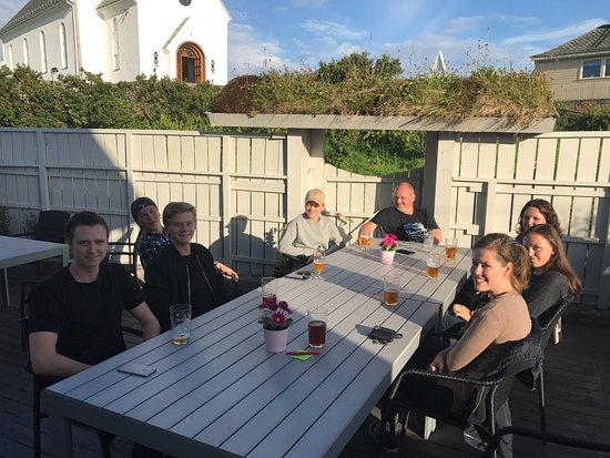 Fedje Municipality, Norway: 12.8 legger vi ned Pernillekafeen .Vi flytter inn i Stormarkvg. 4, med kafé og overnatting.Kvali