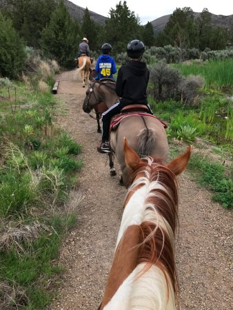 Terrebonne, Орегон: Brian Thomas leading our family on the Canyon ride