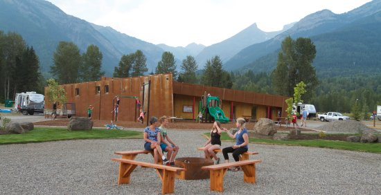 Fernie, Canada: Central Gardens with playground and washrooms behind.
