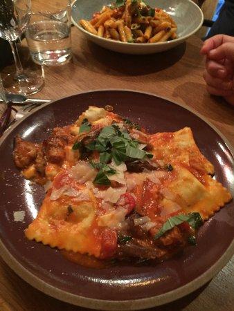 Sceaux, France: Filet de maigre et raviolis