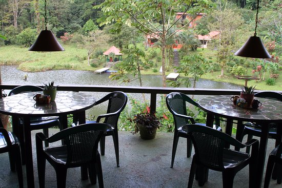 Nuevo Arenal, Kostaryka: A couple of the outside tables