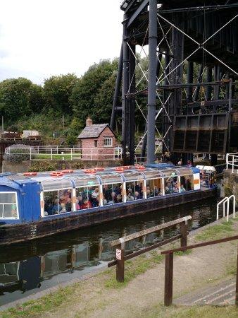 Northwich, UK: Safely Transported 50ft!