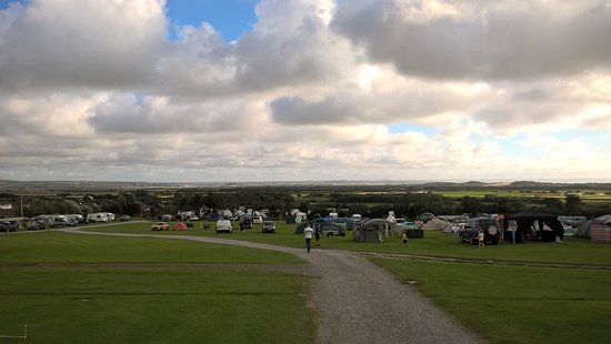 Braunton, UK: The camping area was much more spacious than the caravan and camper van area - top tip.